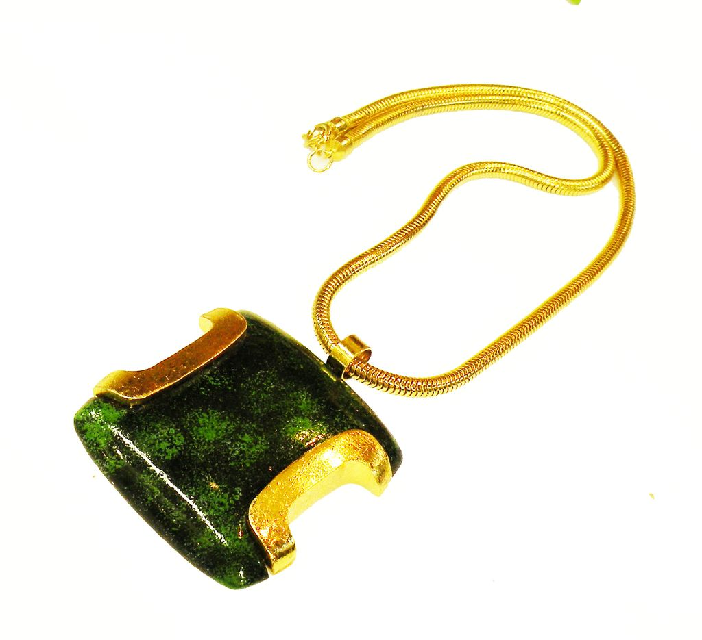 Reversible Mottled Green to Black Lucite and Gold Trim Metal Pendant Necklace