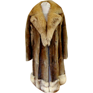 Muskrat and Fox Fur Coat.  Gorgeous.  Super Attractive.  Near Fine Condition.