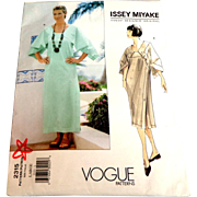 ISSEY MIYAKE Vogue Pattern 2315. Size Large (16-18).  As New Uncut.
