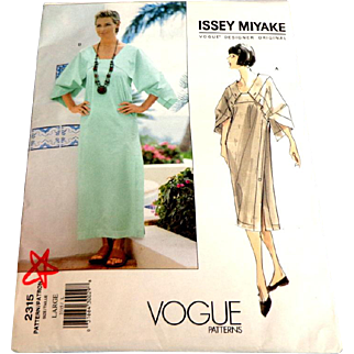 ISSEY MIYAKE Vogue Pattern 2315. Size Large (16-18).  As New Uncut.