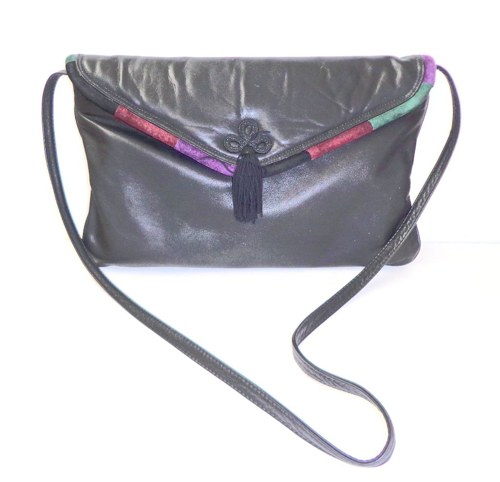 Genuine Leather Purse.  Quality!! Clutch/Shoulder Bag.  Rectangular.  Fine condition.