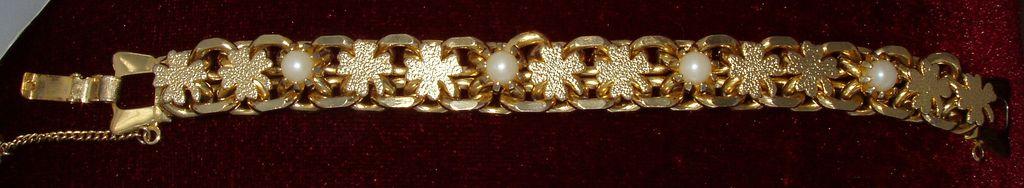 Goldtone St Patrick's Day Bracelet Shamrocks Faux Pearls Safety Chain