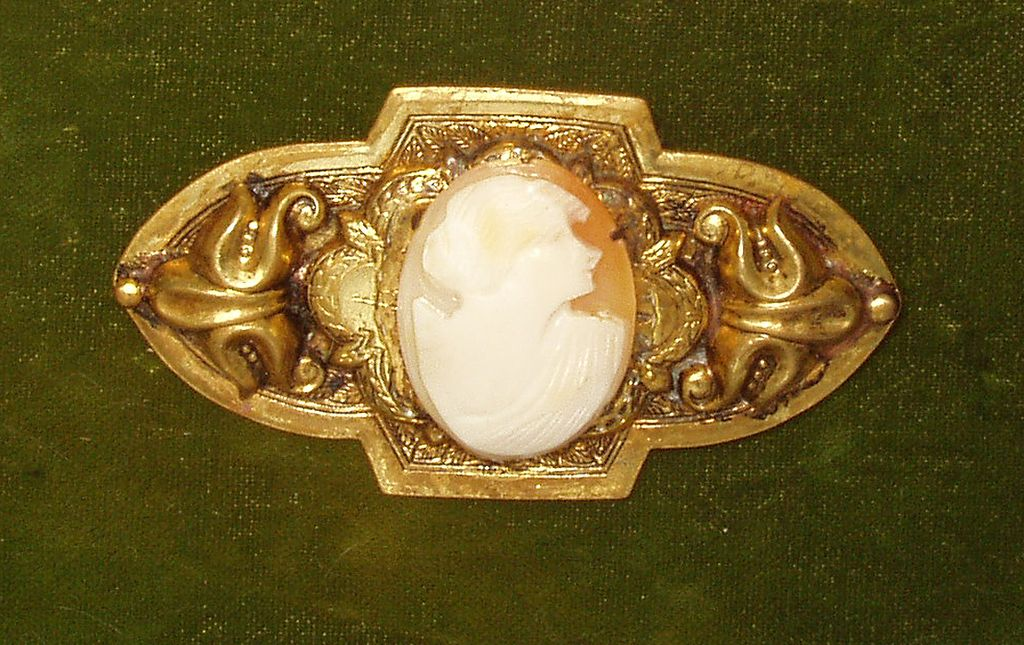 Cameo Brooch Ca 1950s Brass Goldtone Back