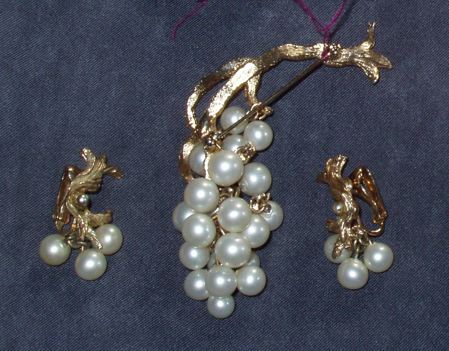 Beautiful Demi Parure Grapes Brooch Earrings Faux Pearls