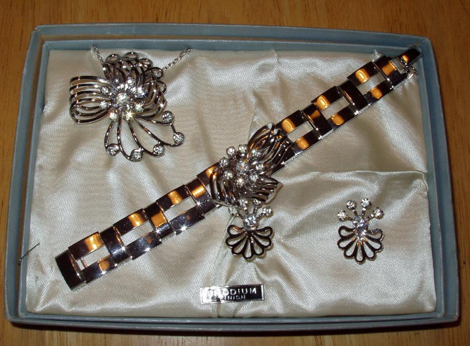 Art Deco B&N Rhodium Finish Necklace Bracelet Parure Set
