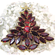 Fiery Red DOMINIQUE Glass CHRISTMAS Tree Brooch w/ the 'Look of Stained Glass'