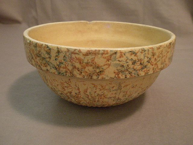 "#7 Red Wing Pottery ""Saffron Ware"" Spatter Mixing Bowl"