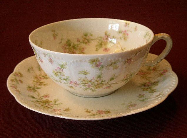 """Set of 4 Haviland & Co. Limoges """"Green & Pink Floral"""" Larger Size Cups & Saucers - Schleiger #74A"""