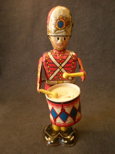 """Louis Marx Litho Wind-Up """"George The Drummer Boy"""" Tin Toy"""