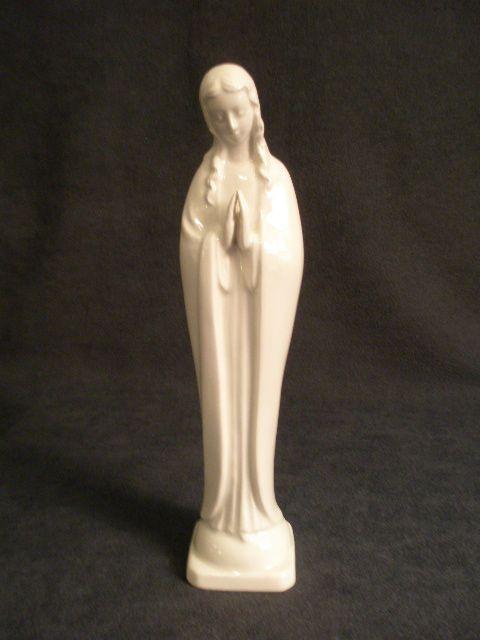 "Goebel White ""Praying Madonna"" -  HM 58 2/10 - TMK-3 Mark"