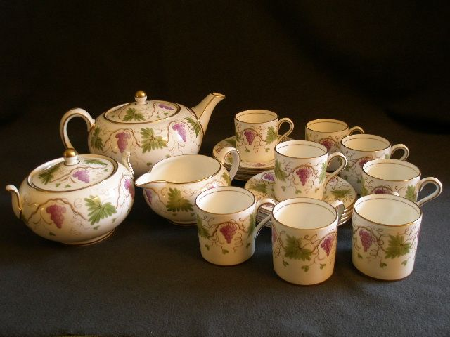 Josiah Wedgwood & Sons 19-Piece Bone China Demi-Tasse Tea Set w/Grapes/Vines/Leaves Motif