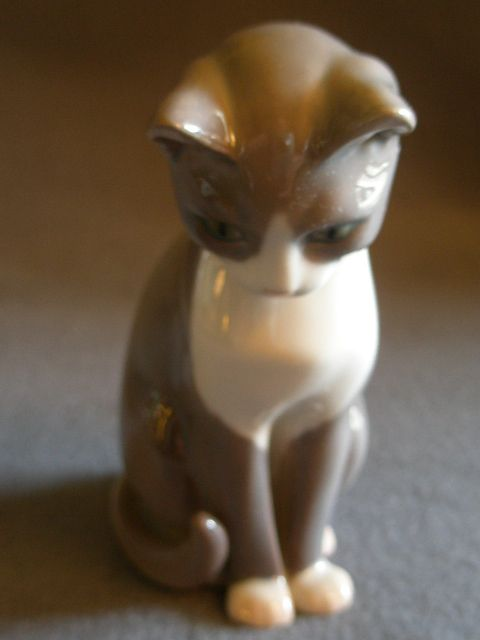 "Bing & Grondahl Porcelain ""Cat"" Figurine #1876"