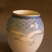 """Bing & Grondahl Porcelain """"Seagull"""" Miniature Vase #671"""
