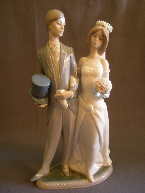 "Lladro ""Wedding"" Porcelain Sculpture  #1404"