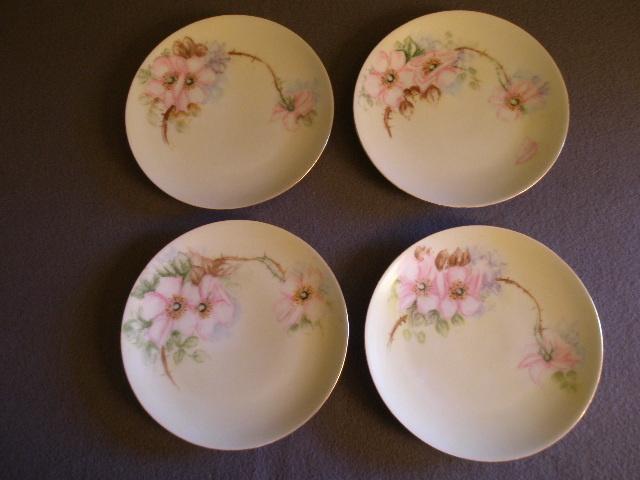 Set of 4 Thomas Bavaria H.P. Dessert Plates w/Wild Roses Motif