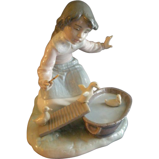 "Lladro ""It's Your Turn"" Porcelain Sculpture #5959"