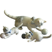 Metzler & Ortloff Porcelain Mother Cat w/Two Kittens Figurine Family