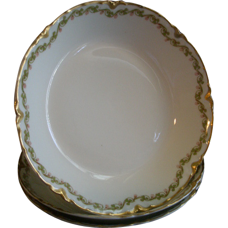 Set of 3 Haviland & Co. Limoges 'Clover Leaf' Pattern Coup-Style Soup Bowls, Schleiger #98