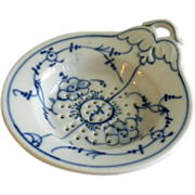 "German Porcelain ""Blue Onion"" or ""Blue Danube"" Pattern Tea Strainer"