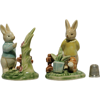 Beatrice Potter Porcelain Rabbit  Fence Flower Pot Plant Water-in-can  Grass Yellow Blue Jersey Ear