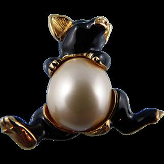 KJL Pearl Belly Piglet Pin/Brooch By Kenneth Jay Lane: Book Piece