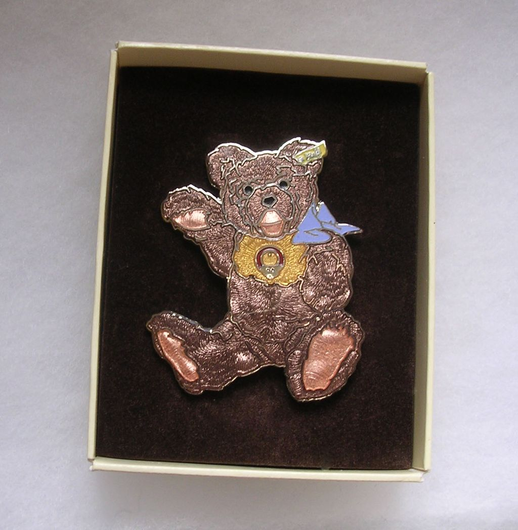 Vintage Boxed Steiff Enamel Zotty Teddy Pin