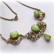 Stunning Vintage Green Satin Glass Pendant Necklace