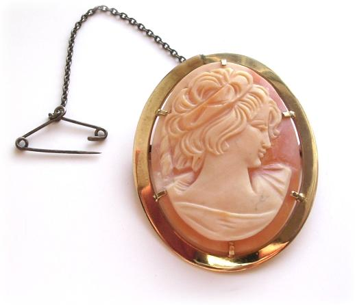 Beautiful Vintage 9kt Gold Carved Shell Cameo Brooch