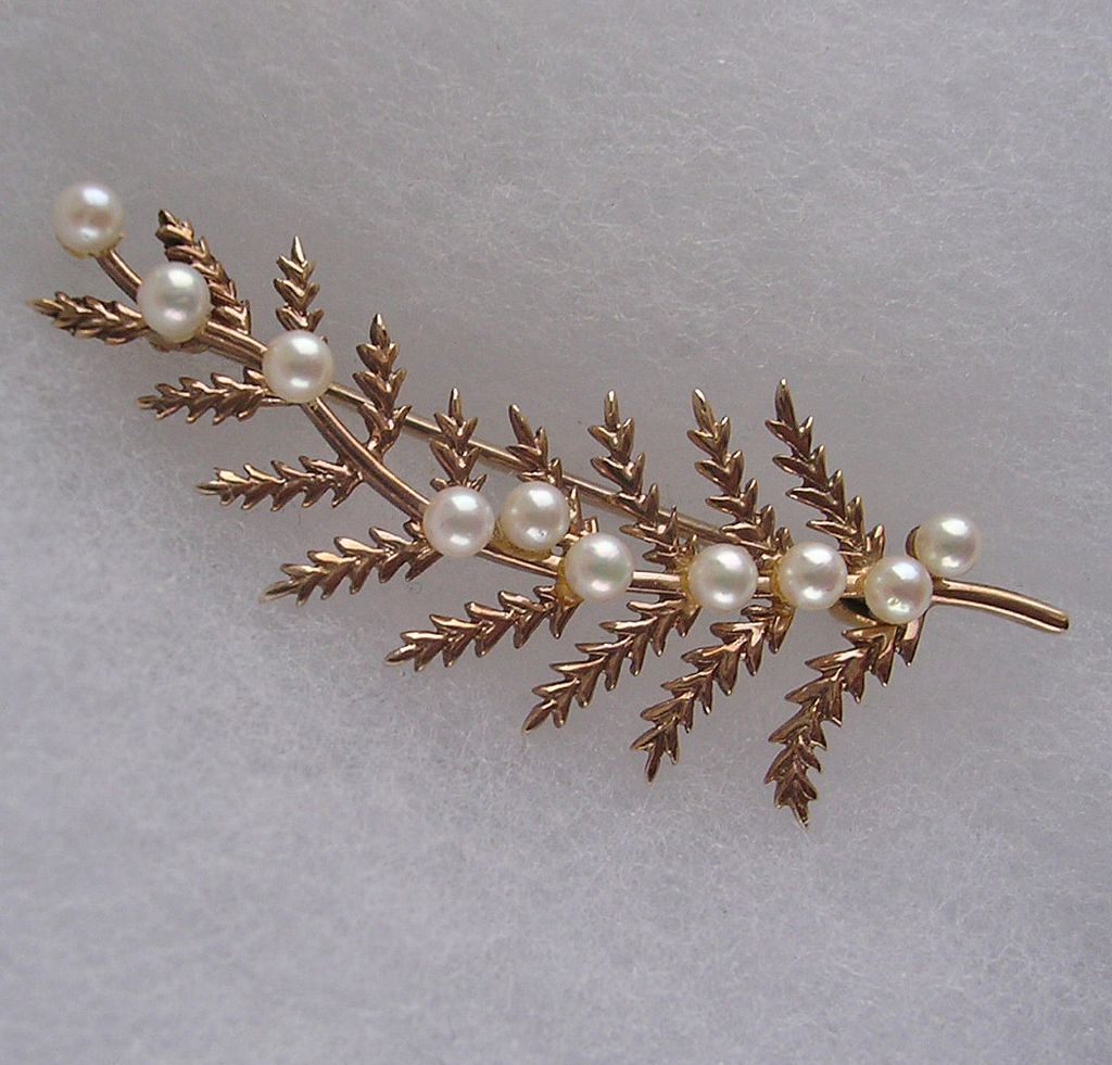 Lovely Vintage Gold and Cultured Pearl Brooch c1973