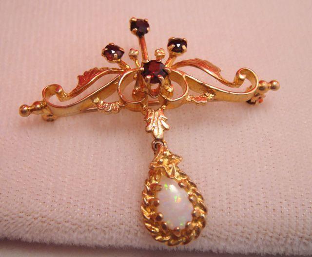 Fine Estate Vintage 10k Gold Opal Garnet Brooch