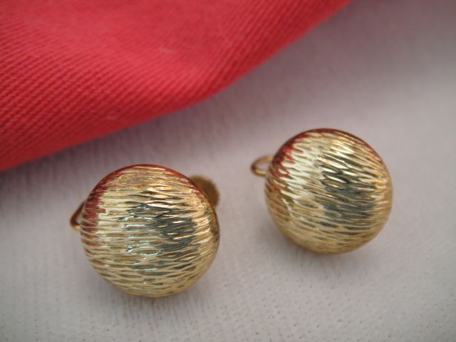 Vintage 14k Gold Button Earrings