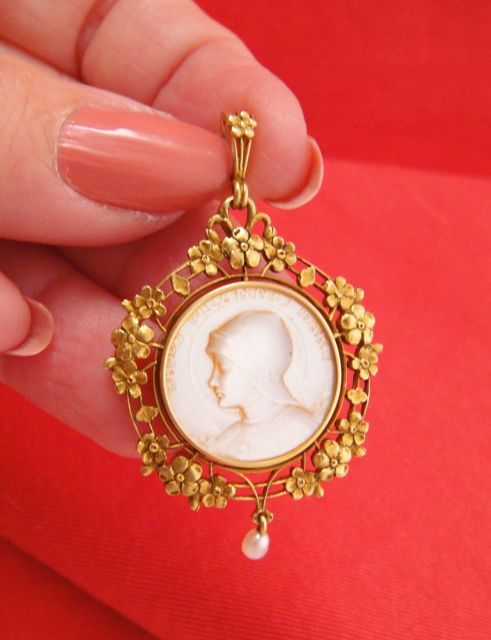 Exquisite Art Nouveau French 18k Gold Pendant Carved Mother Of Pearl Joan Of Arc