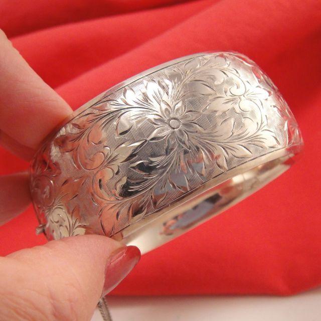 Stunning Vintage Sterling Silver Engraved Hinged Bracelet
