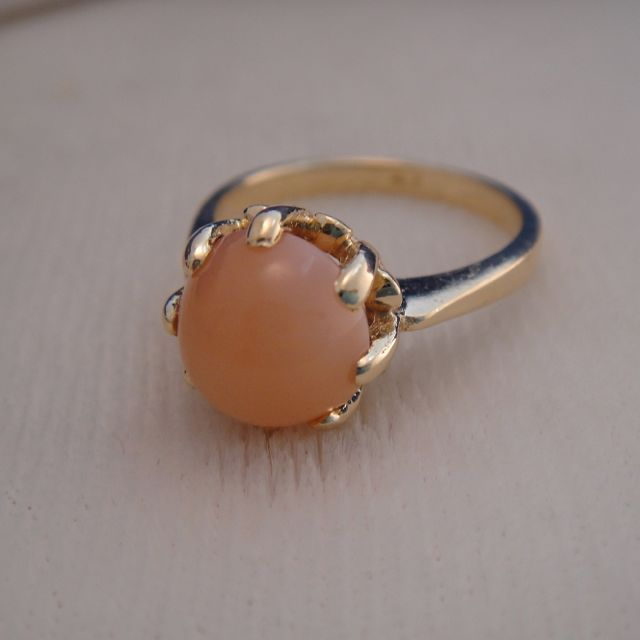 Vintage 14k Gold Peach Moonstone Ring