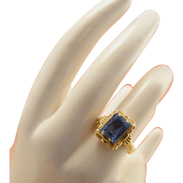 18k Gold Art Deco Blue Topaz Ring