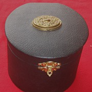 Antique Victorian Collar Box Excellent Condition With Antique Arrow Collar