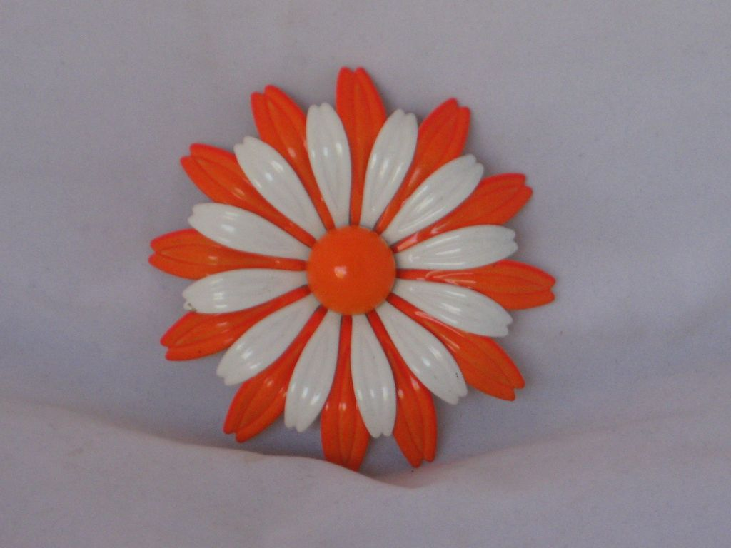 Very Sixties Large Daisy Pin GORGEOUS!