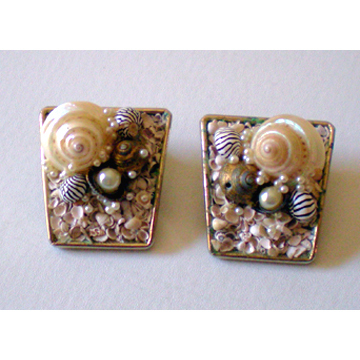 Oh So 50's Clip Back Earrings Hawaiian Shells