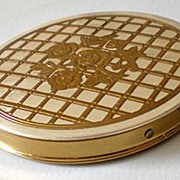 Lovely Vintage Zell 5th Ave. Powder Compact