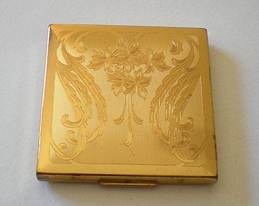 Vintage Elgin American Goldtone Powder Compact From