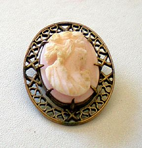 Small Victorian Carved Shell Cameo Brooch