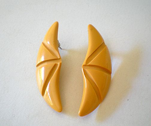 Vintage 1950's Plastic Earrings Go With Bakelite
