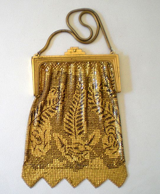 Gorgeous Vintage Whiting Davis Gold & Black Mesh Purse