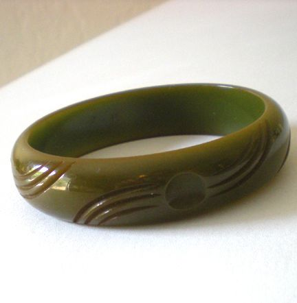 Vintage Carved BAKELITE Bracelet  Avocado Green