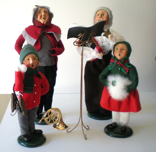 "Christmas Caroling Family Set Of 4: (4) Byers Choice Christmas Figurines ""The Carolers"" From"