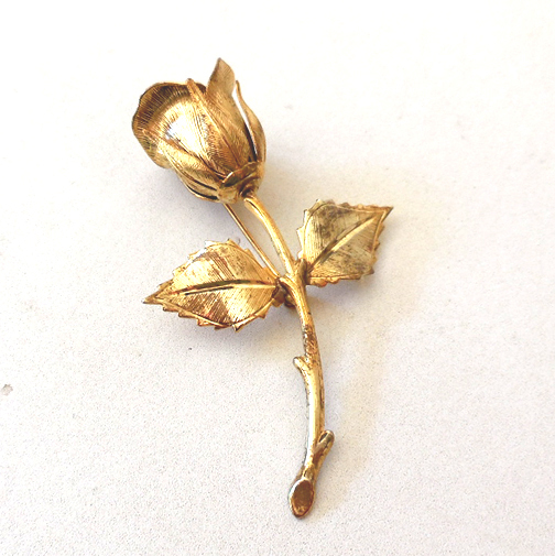 Lovely Vintage Gold Tone Rose Bud Pin Brooch