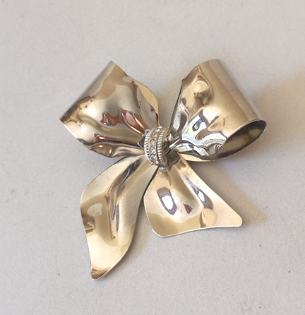 Large Silver Tone Bow Brooch With Rhinestones