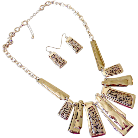 Flashy Silver Tone Necklace and Earrings Set