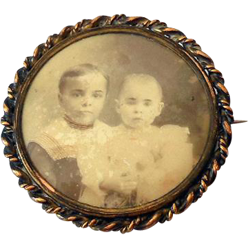 Sweet 1920s Picture Brooch Two Children
