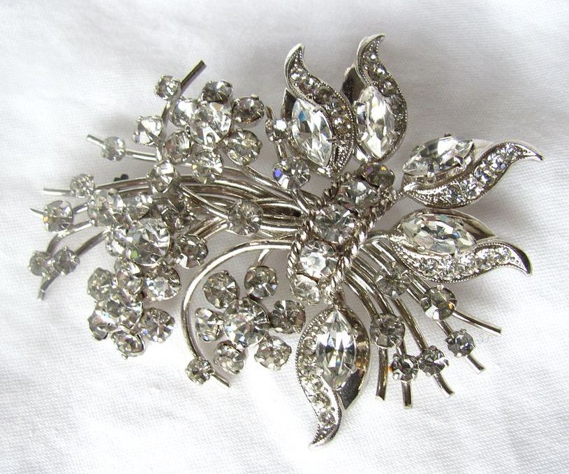 Superb Floral Brooch with Rhinestones